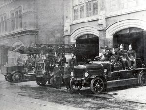 LCC-LFB engines and crews, Whitechapel fire station