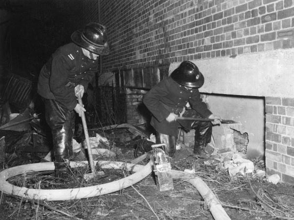 Firefighters in action, Waterden Road, London N1, 23 January 1956