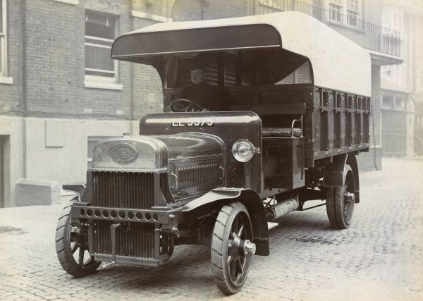 The first Leyland motor lorry, first used by the LFB in 1911