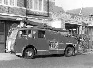 GLC-LFB - Dual purpose pump-escape fire engine