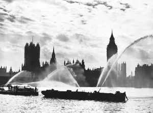 LCC-LFB fireboats using monitors on the Thames, WW2