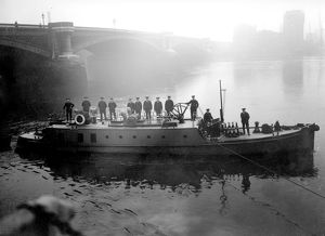 LCC-LFB Massey Shaw fireboat at Blackfriars