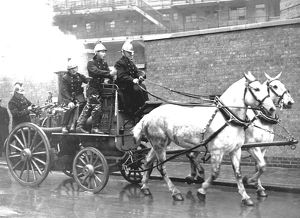 LFB horse-drawn steamer at modern review