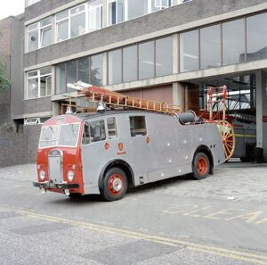 LFDCA-LFB Vintage fire engine at Clapham fire station