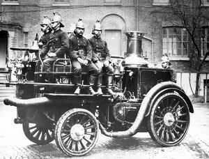 London Fire Brigade Fire King appliance with crew