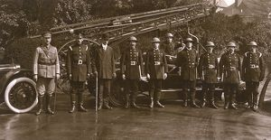 Fire engine with crew, Southgate, North London, WW1